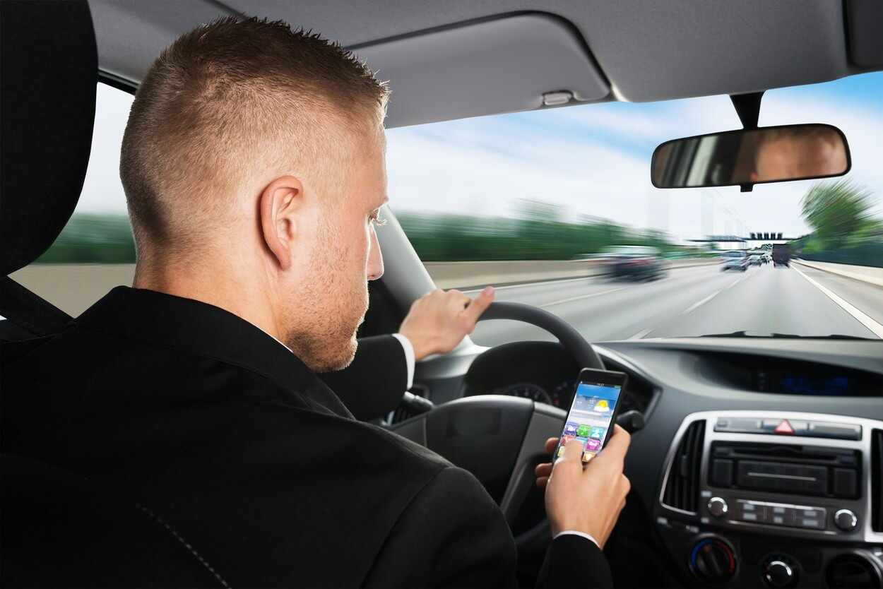korišćenje mobilnih telefona tokom vožnje